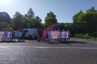 На трасі Київ-Одеса біля столиці люди влаштували мітинг