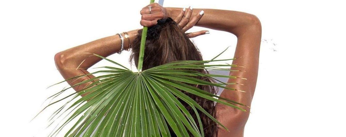 Вот это формы: сексуальная Изабель Гулар в бикини нежится на солнце