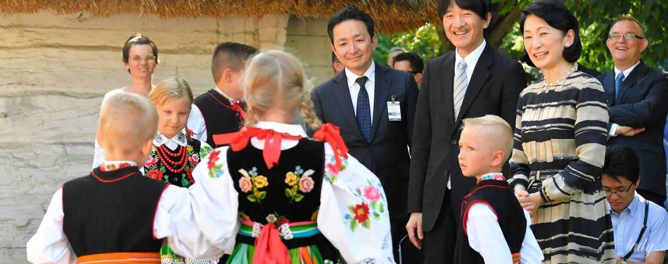 Три элегантных образа принцессы Кико из польского турне