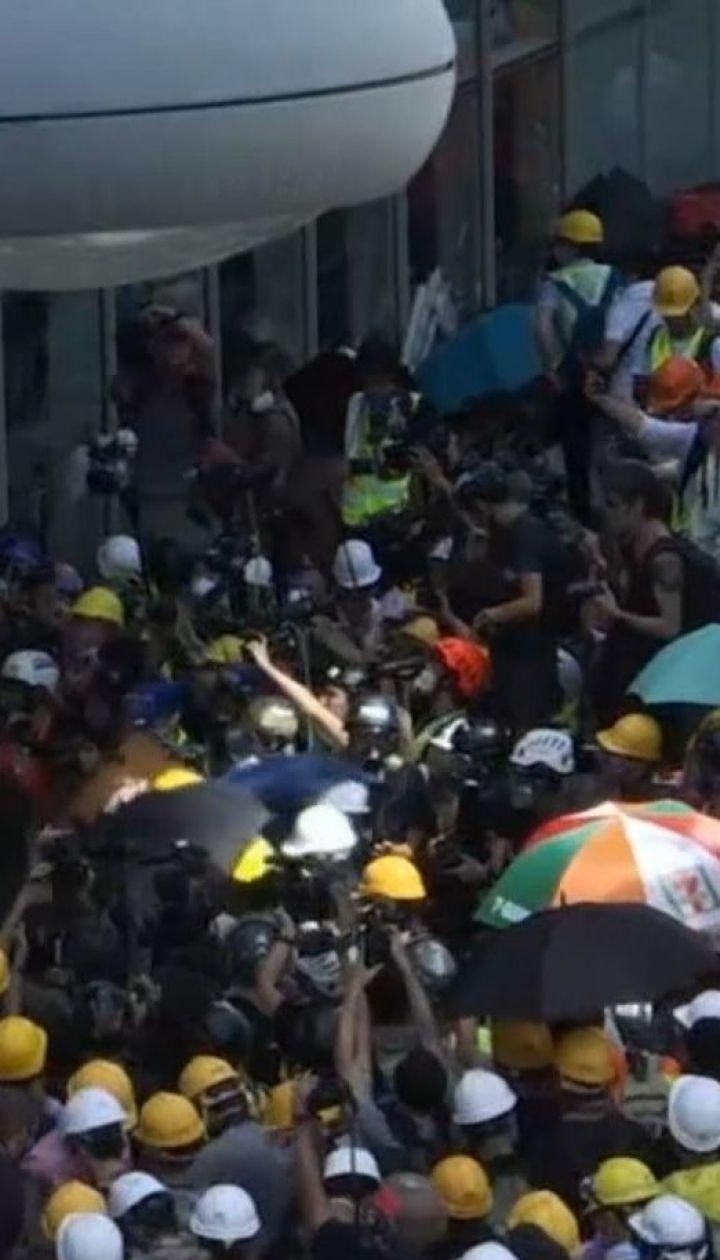 У Гонконгу поновилися масові заворушення через скандальний закон про екстрадицію