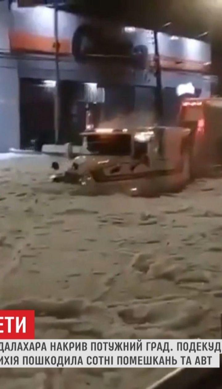 Улицы мексиканского города покрыло грязными ледяными потоками
