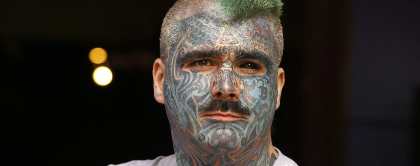 """""""Мне не везет в любви"""": самый татуированный британец не может создать семью из-за тату"""