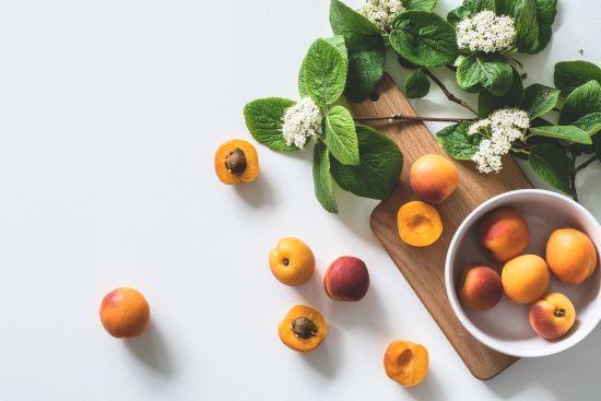 На ринках України продають рекордно дорогі абрикоси
