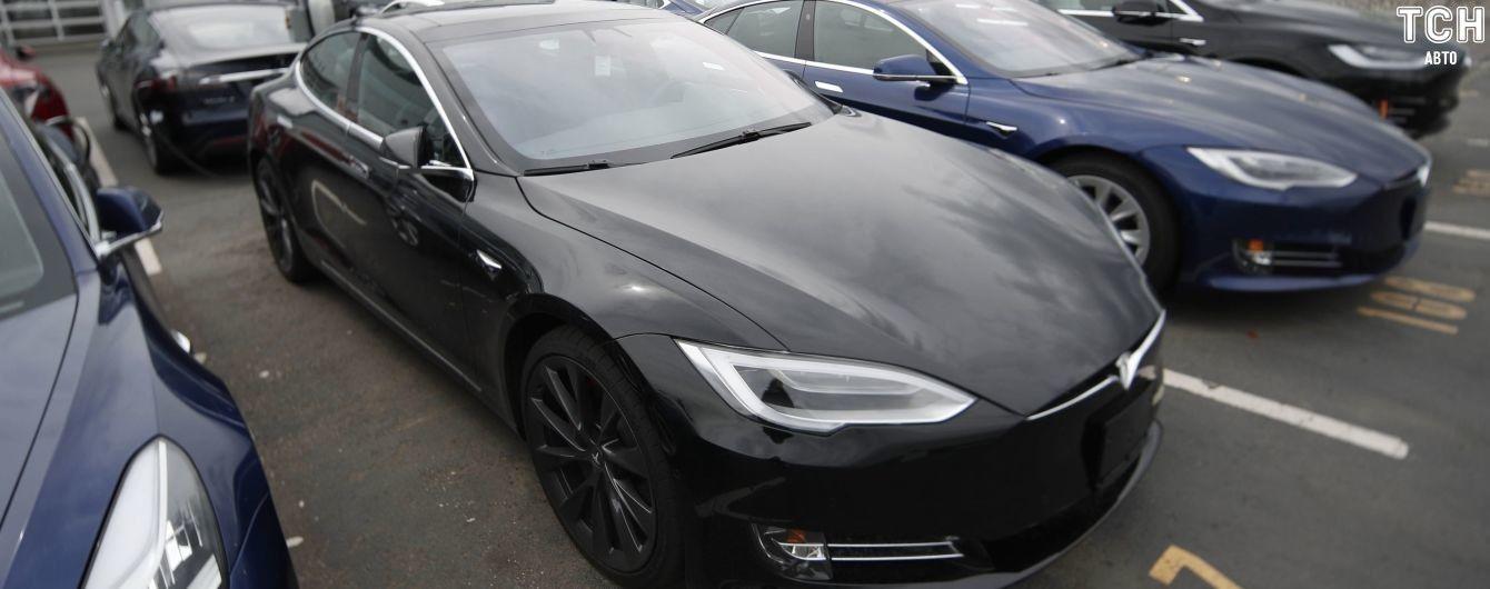 Ілон Маск збільшив запас ходу у Tesla Model S