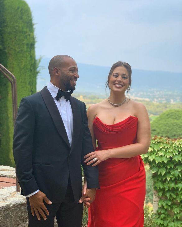 Звезда «Игры престолов» Софи Тернер показала первое свадебное фото