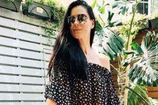 Грайливо оголивши плече: Маша Єфросиніна продемонструвала літній лук