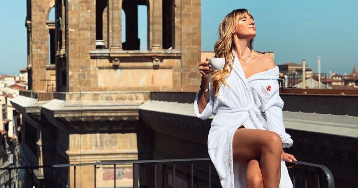 Світить стрункими ногами: Леся Нікітюк поділилася знімками з відпочинку в Італії