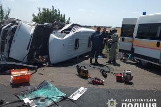 На Николаевщине столкнулись микроавтобусы: 15 пассажиров пострадали, есть погибшие