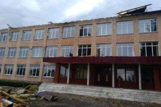 Непогода на Ровенщине: обесточен 51 населенный пункт, а школе снесло крышу