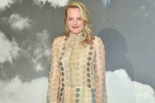 В прозрачном платье и с седлом Dior: Элизабет Мосс на кутюрном показе