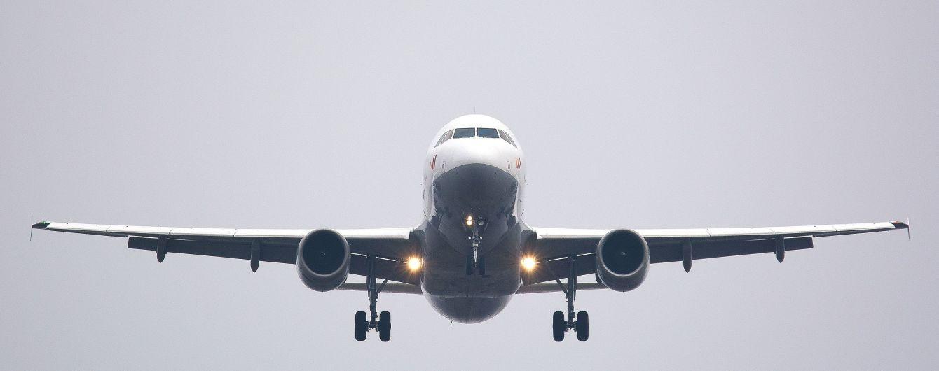 Пассажиры канадского самолета пострадали из-за сильной турбулентности