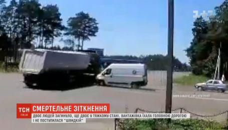 Медики борются за жизнь фельдшера и водителя скорой, которые попали в ДТП на Волыни