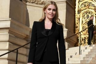 В элегантном черном костюме: Китти Спенсер на показе Armani Prive в Париже