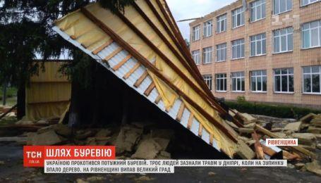 Україною прокотився потужний буревій: 3 людини зазнали травм