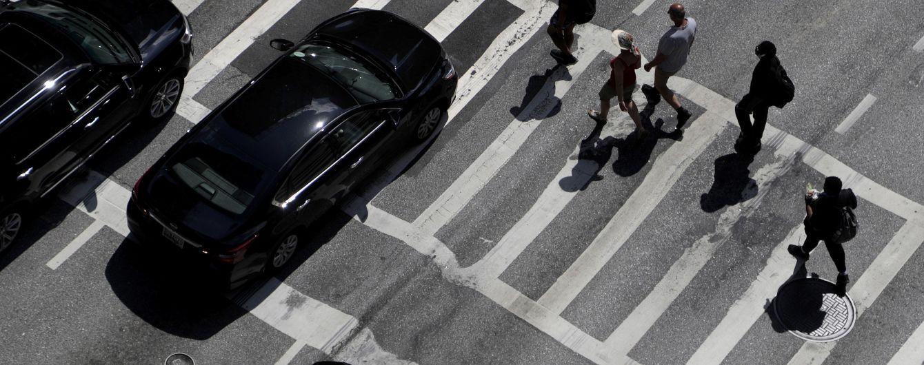 На проспекте Победы в Киеве люди перекрыли дорогу: образовалась пробка
