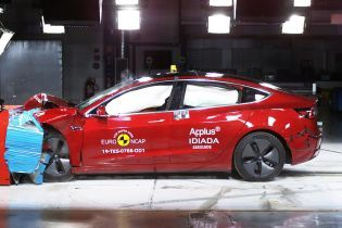Tesla Model 3 испытали на безжалостных краш-тестах