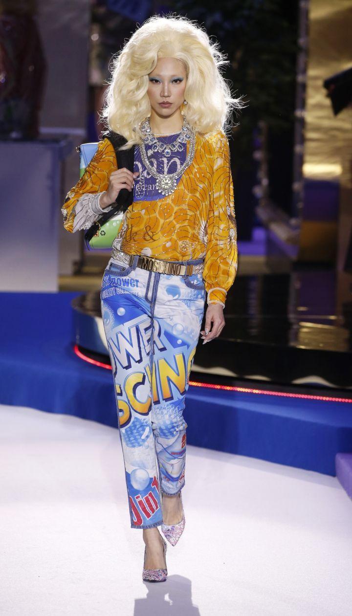Коллекция Moschino прет-а-порте сезона осень-зима 2019-2020 @ East News