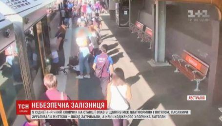 Малыш упал в щель между платформой и поездом на австралийской станции