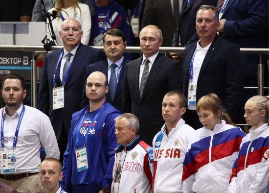Цікавинки Євроігор-2019: Путіна змусили стоячи слухати гімн України, а кандидат в депутати станцював гопак