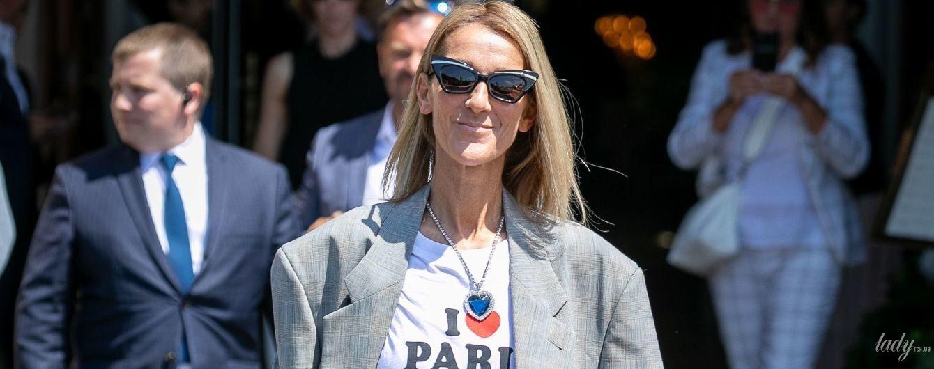 В мини-юбке и с огромным сапфиром на груди: Селин Дион гуляет по Парижу
