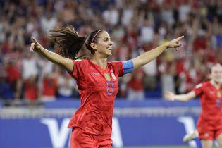 Футболистка сборной США креативно отметила гол в полуфинале Чемпионата мира, ее празднование стало мемом