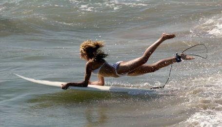 Лови хвилю: зірки, які люблять серфінг