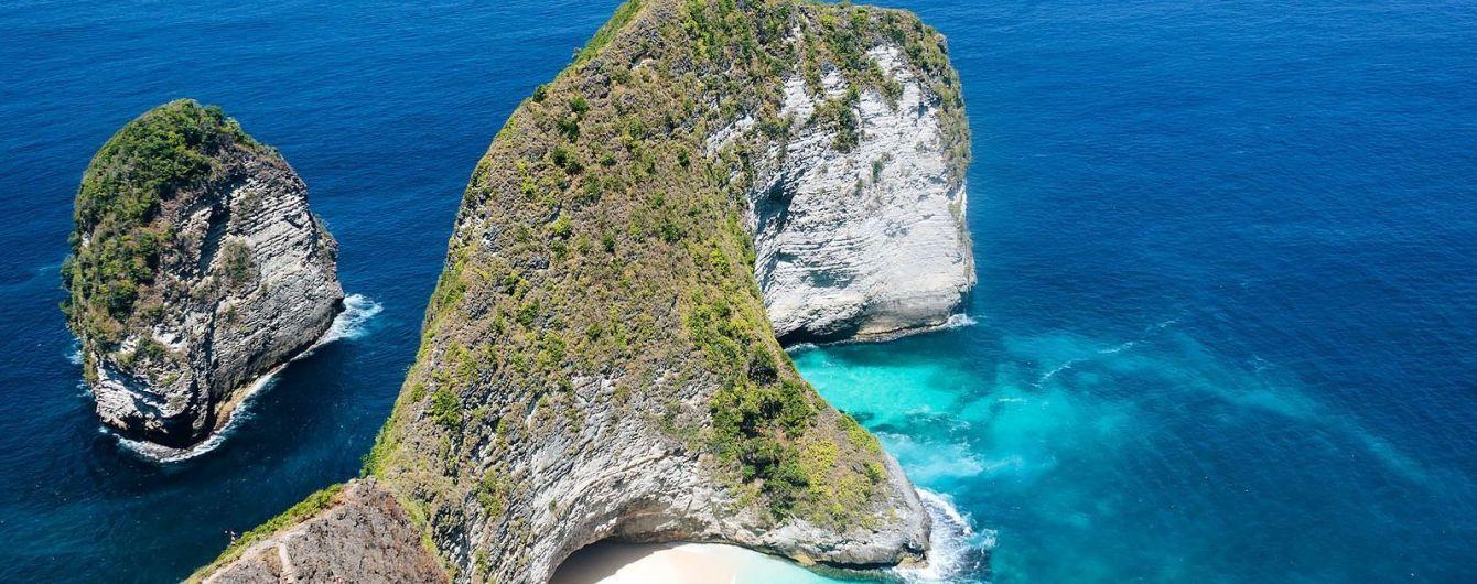 На популярном пляже Бали выстраивается очередь желающих сделать селфи