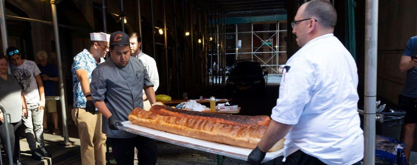 Американцы приготовили полутораметровый хот-дог и претендуют на рекорд Гиннеса