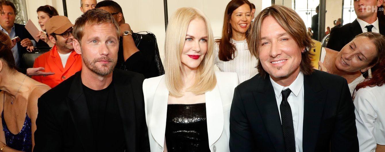 Ніколь Кідман у сукні з паєтками відвідала модний показ у супроводі двох чоловіків