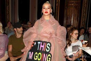 В пышном платье и в кимоно с корсетом: два эффектных образа Кристины Агилеры в Париже