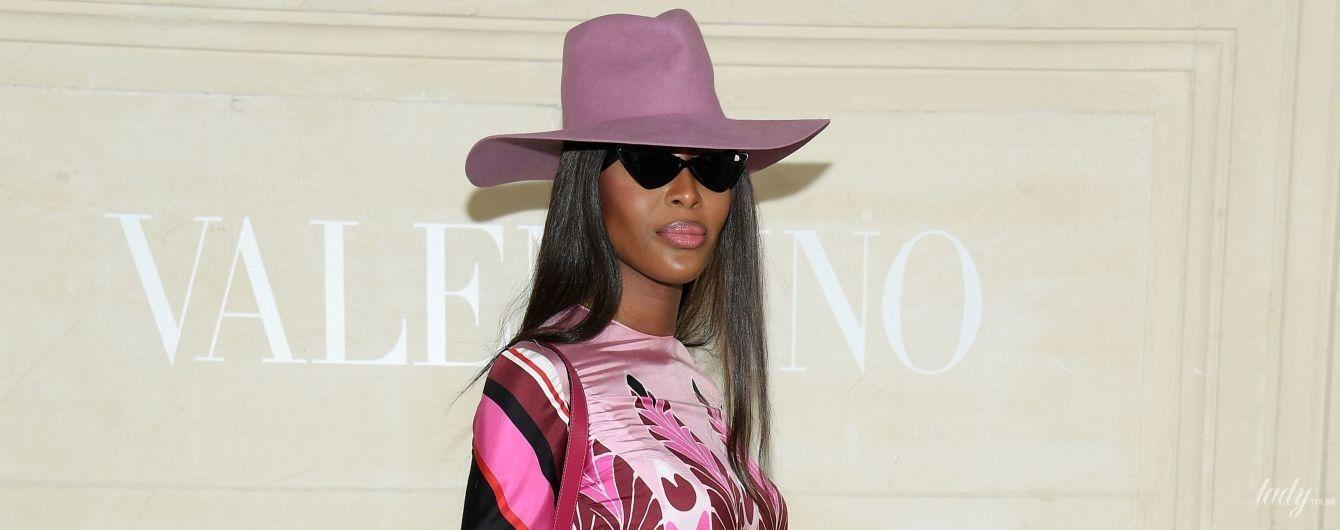 Она роскошна: Наоми Кэмпбелл в дорогом платье Valentino на шоу бренда в Париже