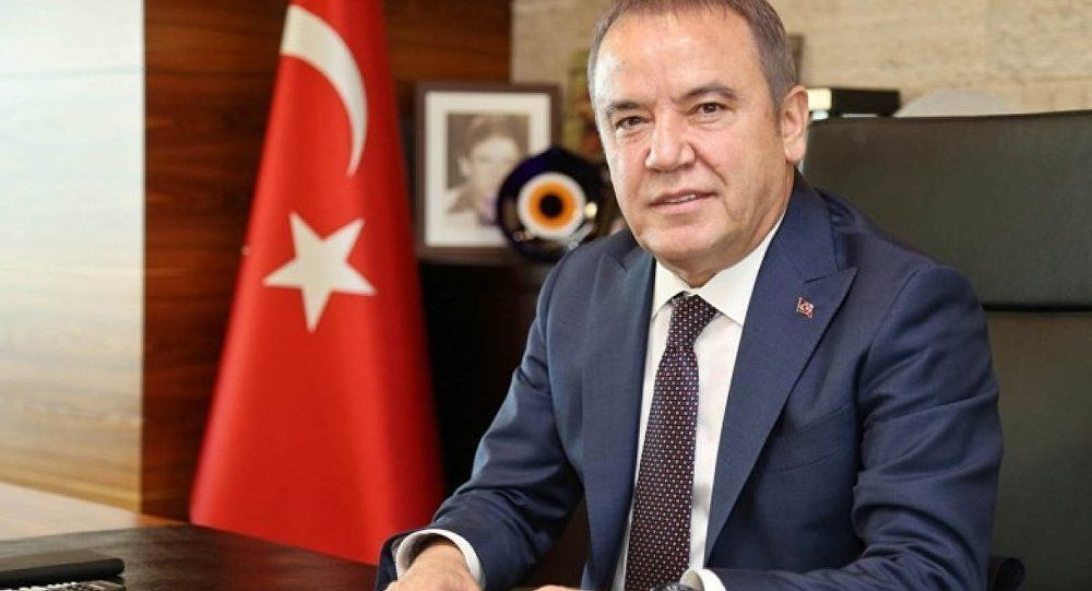 Мэр турецкой Антальи Мухиттин Бечек