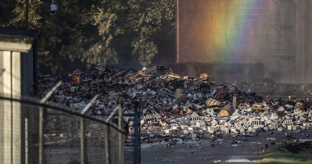 Фото наслідків нищівної пожежі на складі @ Ryan Hermens/Lexington Herald-Leader