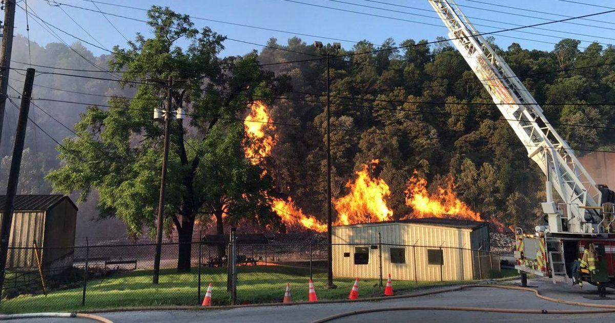 Фото наслідків нищівної пожежі на складі @ Twitter/Kentucky Energy & Environment Cabinet