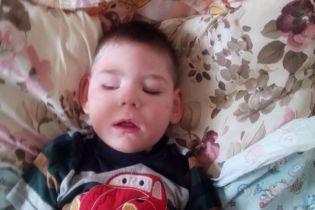 Трирічний Назарчик сподівається на допомогу добрих людей