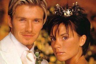 Виктория Бекхэм показала свой 20-летний брак с Дэвидом в трогательных фото