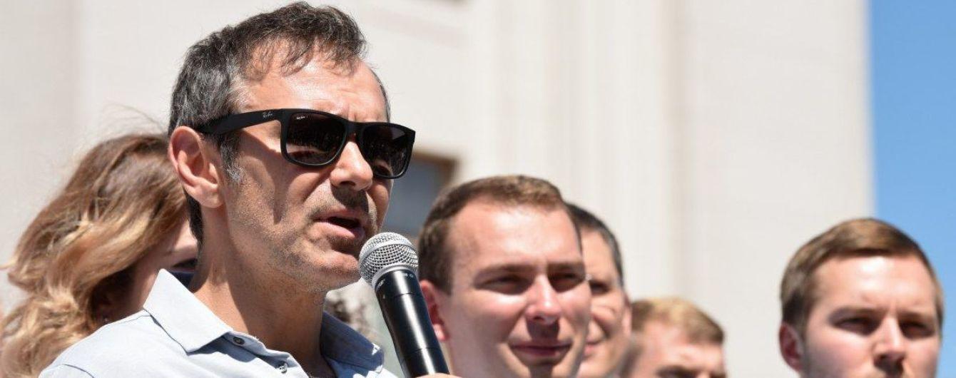 """""""Слуга"""" и """"Голос"""" теряют поддержку, партия Вакарчука пропустила """"ЕС"""" на третье место - опрос"""