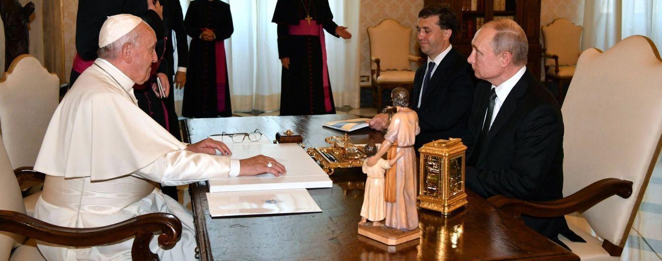 Путин снова опоздал на встречу с Папой Римским, несмотря на просьбу Ватикана приехать вовремя