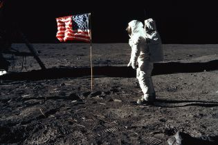 """""""Гигантский скачок для человечества"""": как миссия Apollo изменила наше представление о Солнечной системе и космосе"""