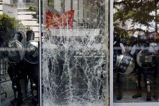 Массовые беспорядки в Гонконге. Трое человек совершили самоубийство в знак протеста против скандального закона
