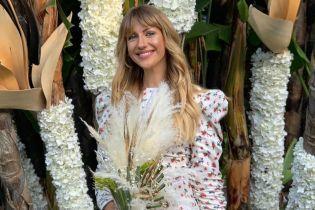С счастливой улыбкой и в цветочном платье: Леся Никитюк на свадьбе подруги