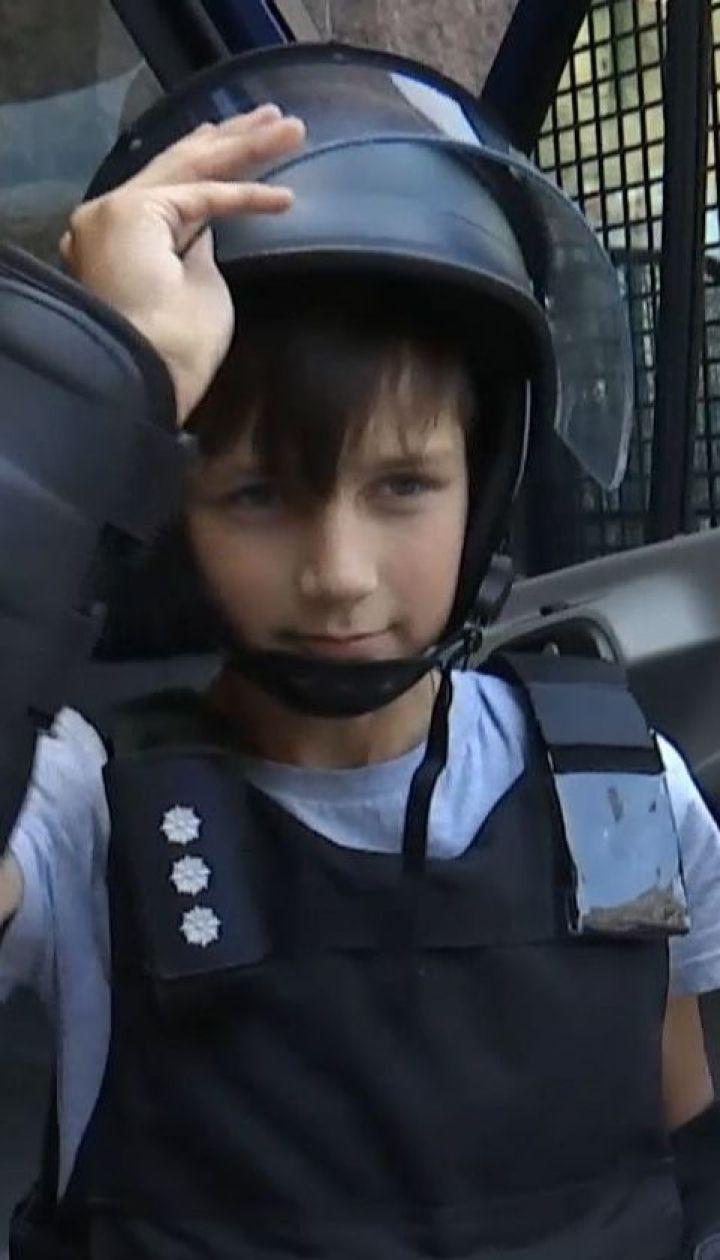 Ко Дню рождения полиции копы устроили праздник для детей на Крещатике