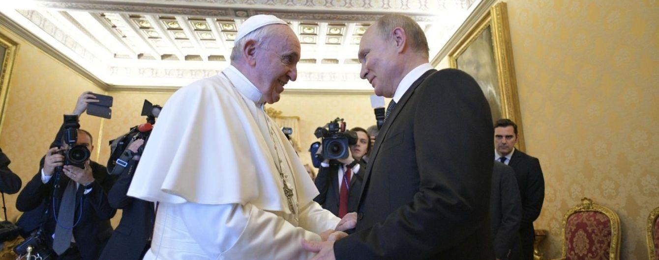 В Ватикане сообщили, что Папа Франциск и Путин говорили об Украине