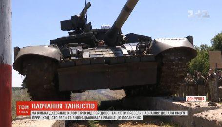 Українські танкісти проводять навчання в тилу