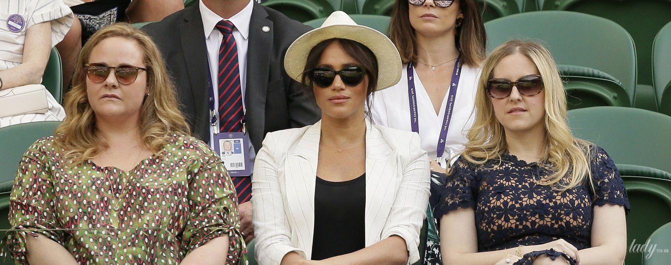 В бюджетном блейзере и шляпе: герцогиня Сассекская посетила Уимблдонский турнир