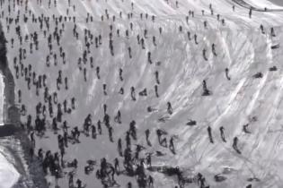 Треш. Велоперегони на льодовику у Франції перетворились на жахливе місиво