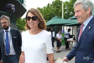 Наслідує приклад дочки: мама герцогині Кембриджської в білій сукні відвідала Вімблдонський турнір