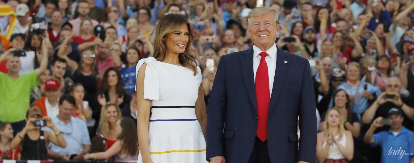 В красивом платье и розовых лодочках: Мелания Трамп на праздновании Дня независимости США