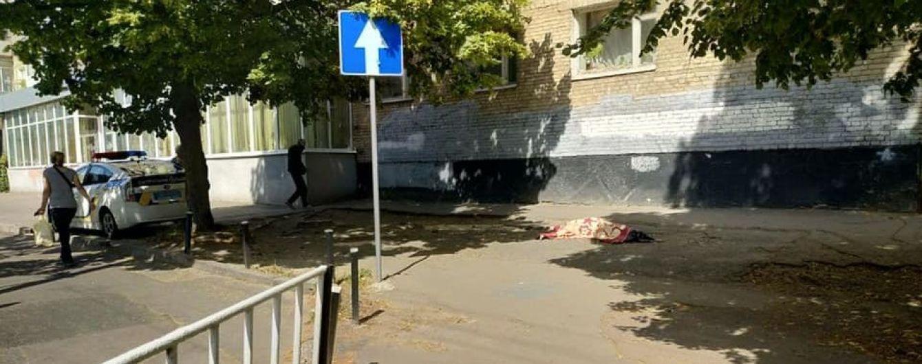 Во Львове женщина выпала из окна квартиры на 9-м этаже
