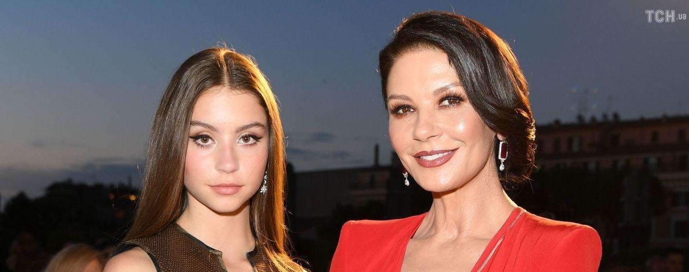 Роскошные Кэтрин Зета-Джонс и ее 16-летняя дочь ошеломили образами